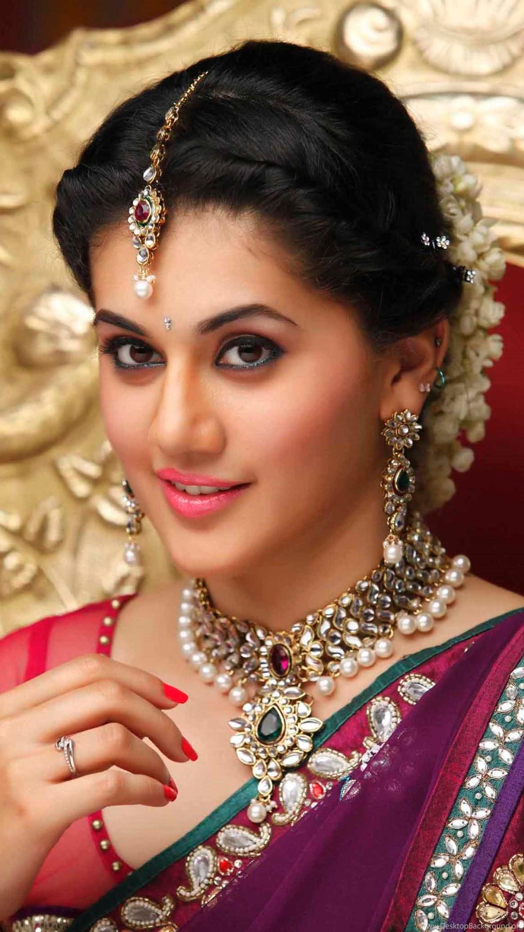 Taapsee Pannu Telugu Actress Beautiful Red Saree Hd Pics Desktop Background
