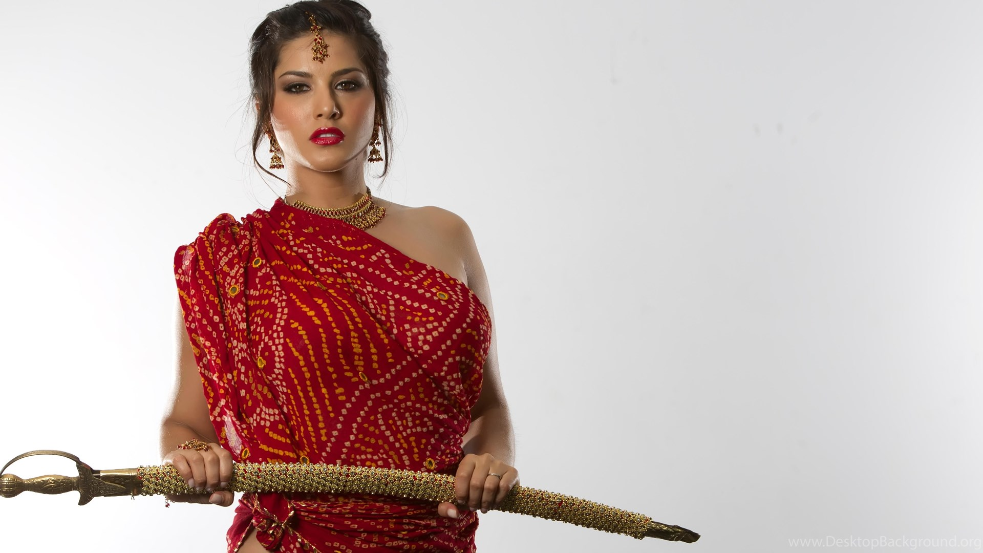 Desi Sunny Leone With Sword Wallpapers Desktop Background