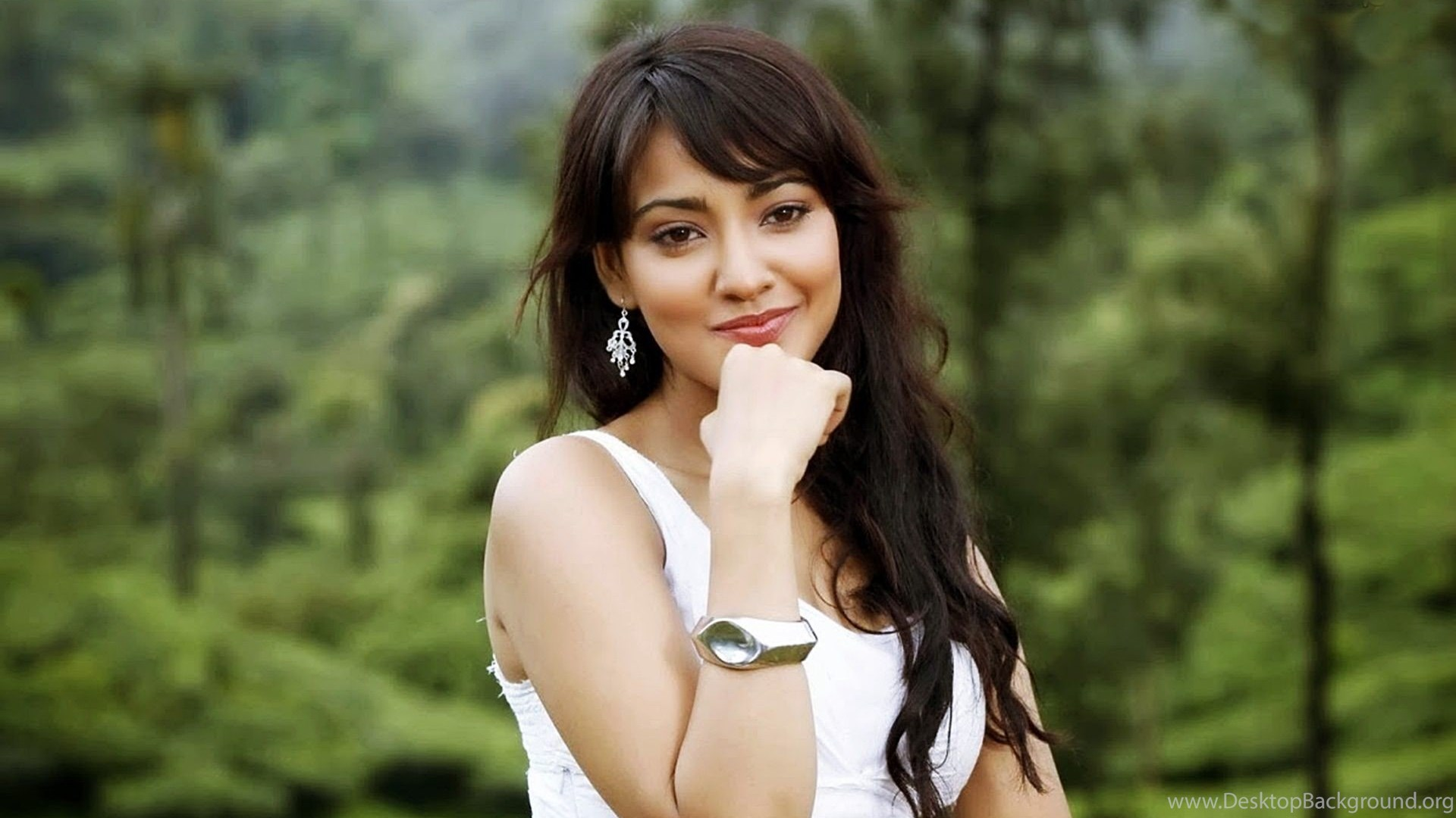 Neha Sharma HD Wallpapers, Hot Sexy Images New HD