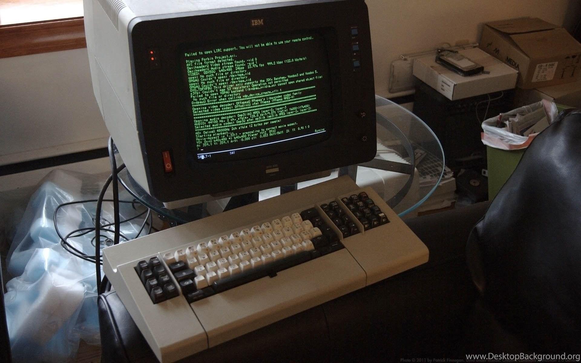 что обои на старый компьютер что среагировал щекотание