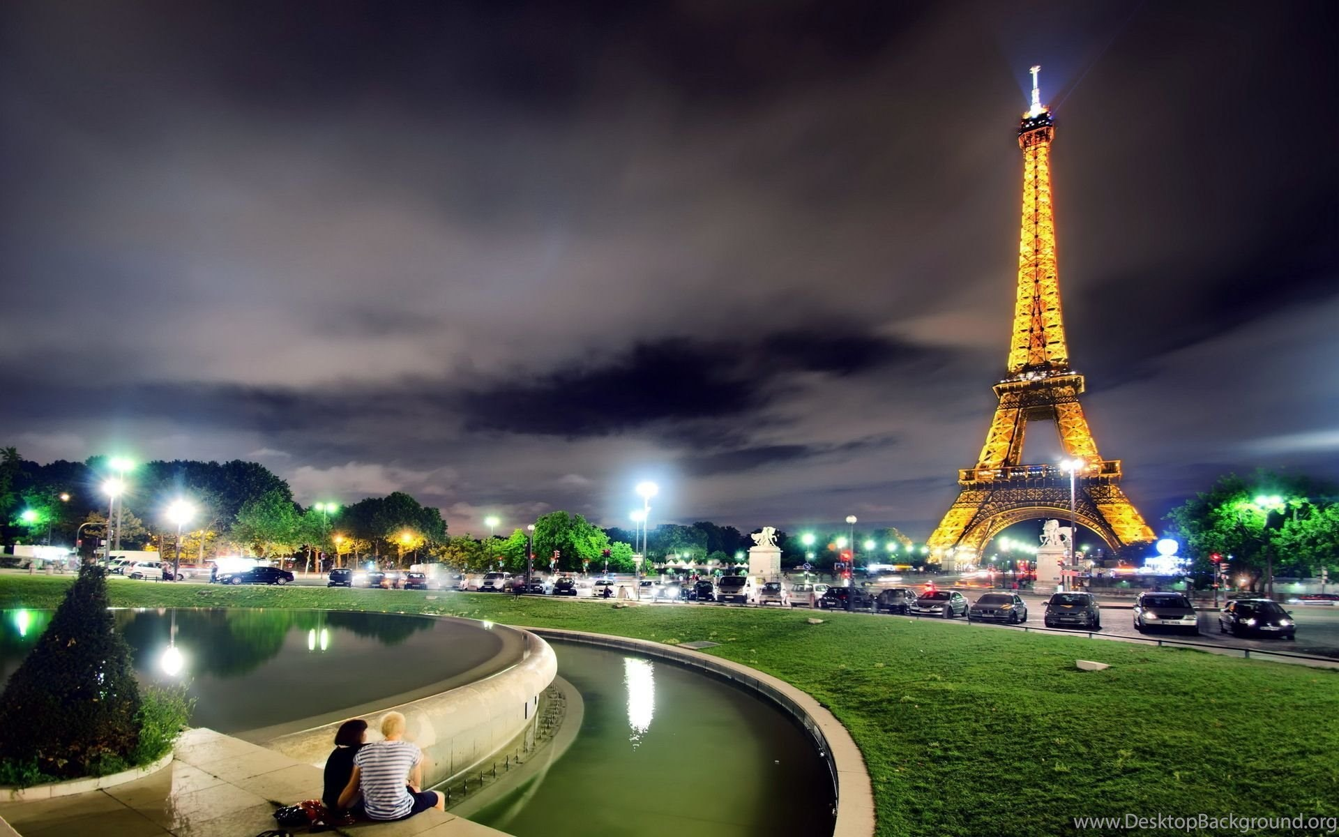 Couple At Eiffel Tower Wallpapers Travel Hd Wallpapers Desktop