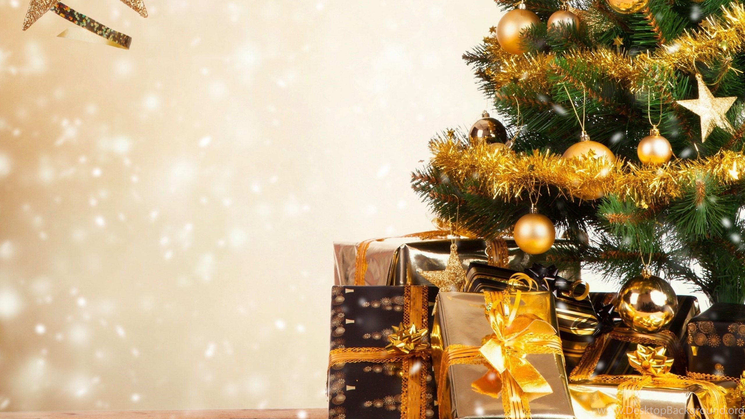 Christmas Tree With Gifts Wallpapers Hd Free Best Hd Desktop Desktop Background