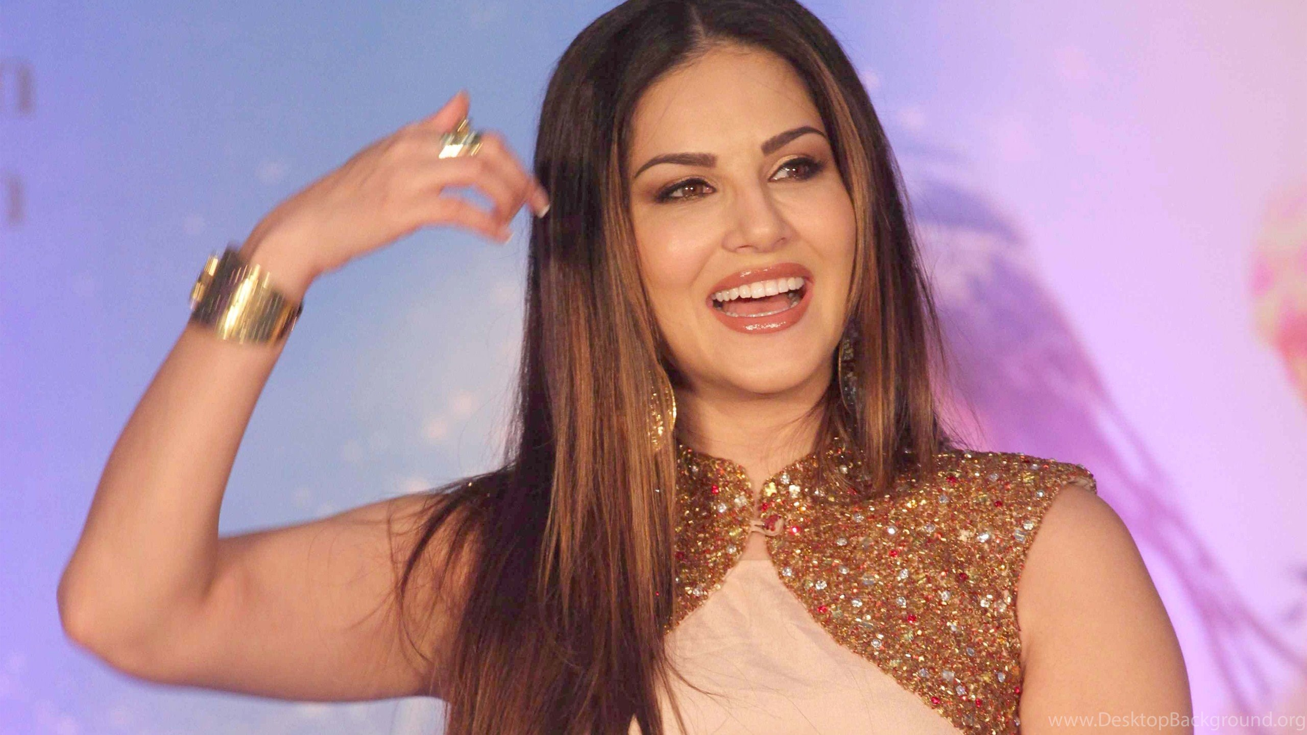 cute smile of sunny leone bollywood heroine wallpapers desktop