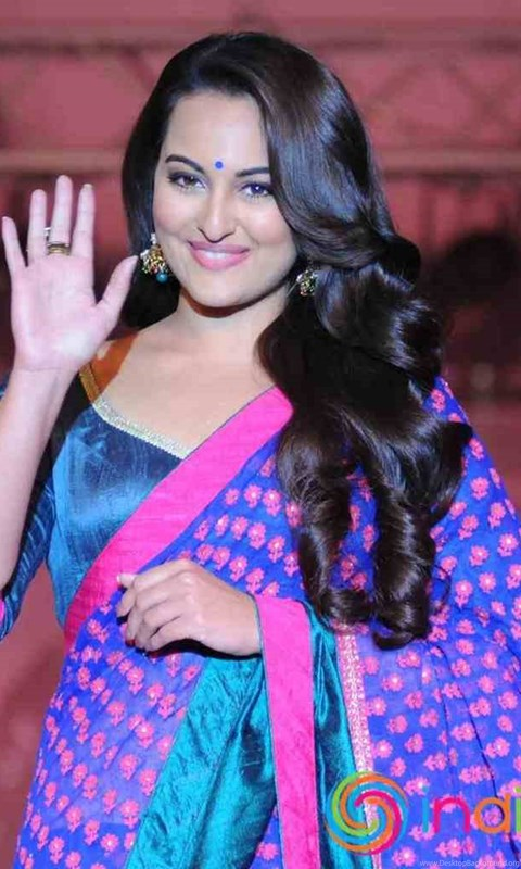 Sonakshi Sinha On The Ramp Wallpapers Free Download New Hd