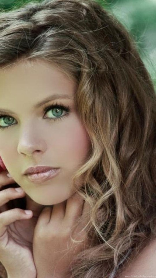 Girl With The Blog: Pretty Girl With Brown Hair Green Eyes Wallpaper. Desktop