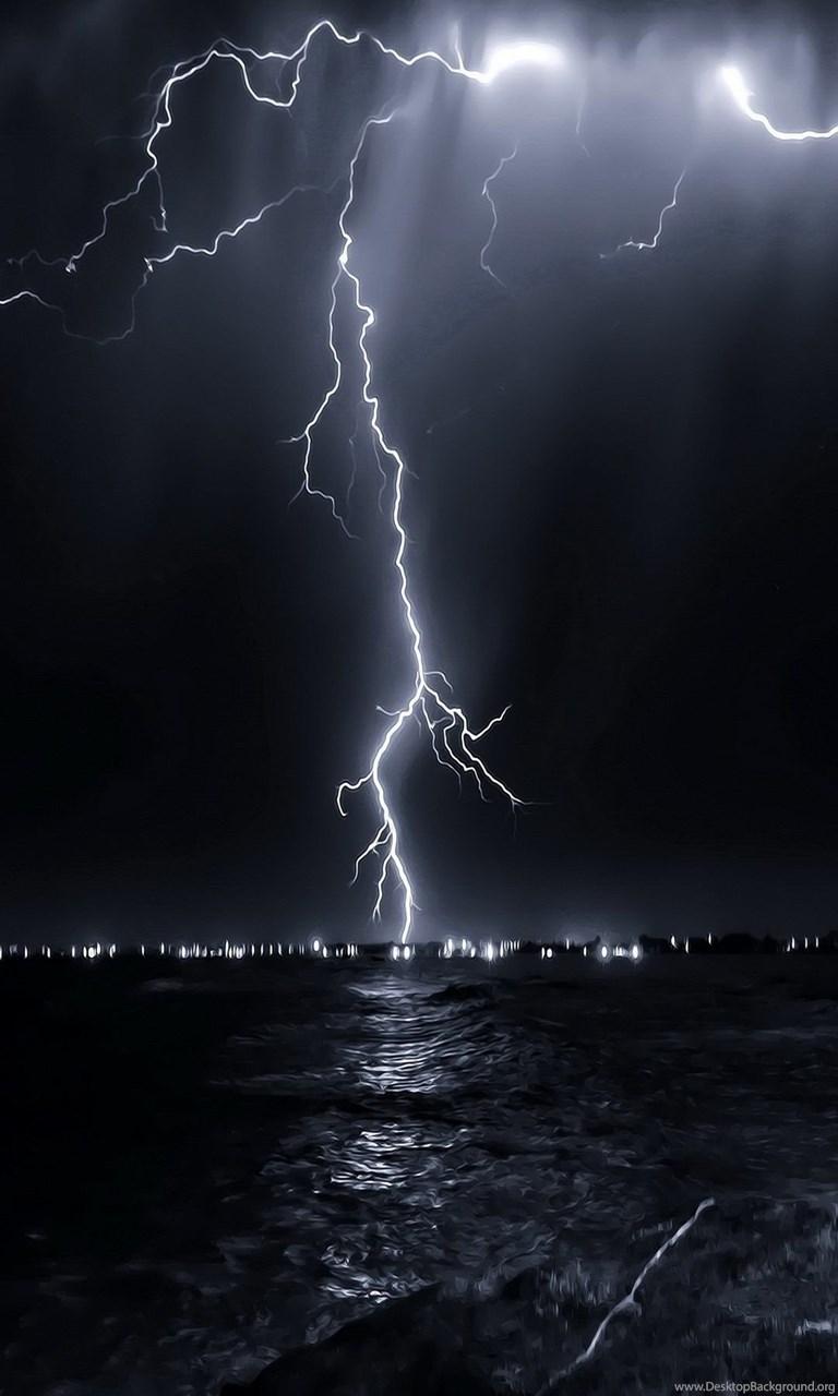 Hd Wallpapers For Iphone Lightning 1080x1920 Nature Landscape Lightning Above Sea Jpg Desktop Background