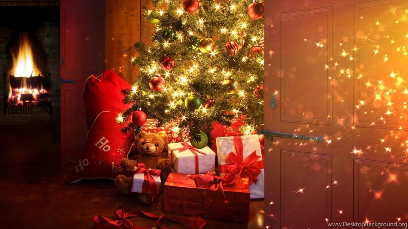 1366x768 Christmas Tree And Presents Desktop Pc And Mac Wallpapers
