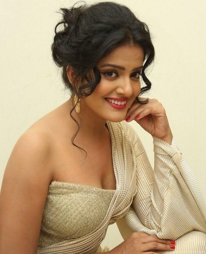South Indian Actress Vishakha Singh Hot Wallpapers Gallery