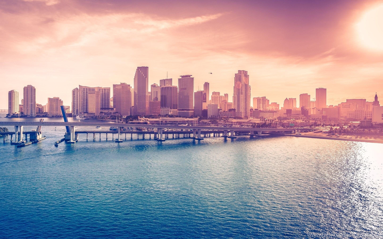 Miami Beach Guesthouse Desktop Background