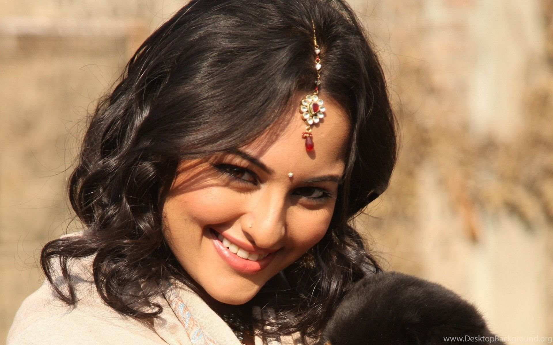 sonakshi sinha beautiful smile hd wallpapers desktop background