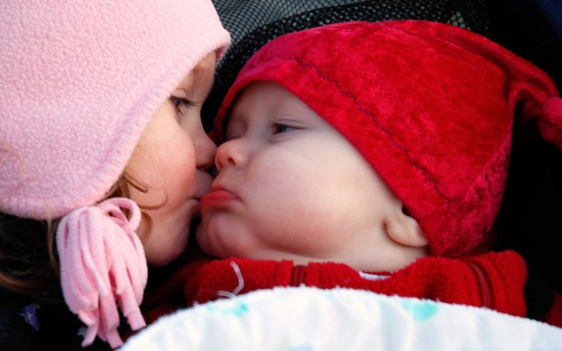 Cute Baby Girl And Boy Kissing Hd Wallpapers Desktop Background