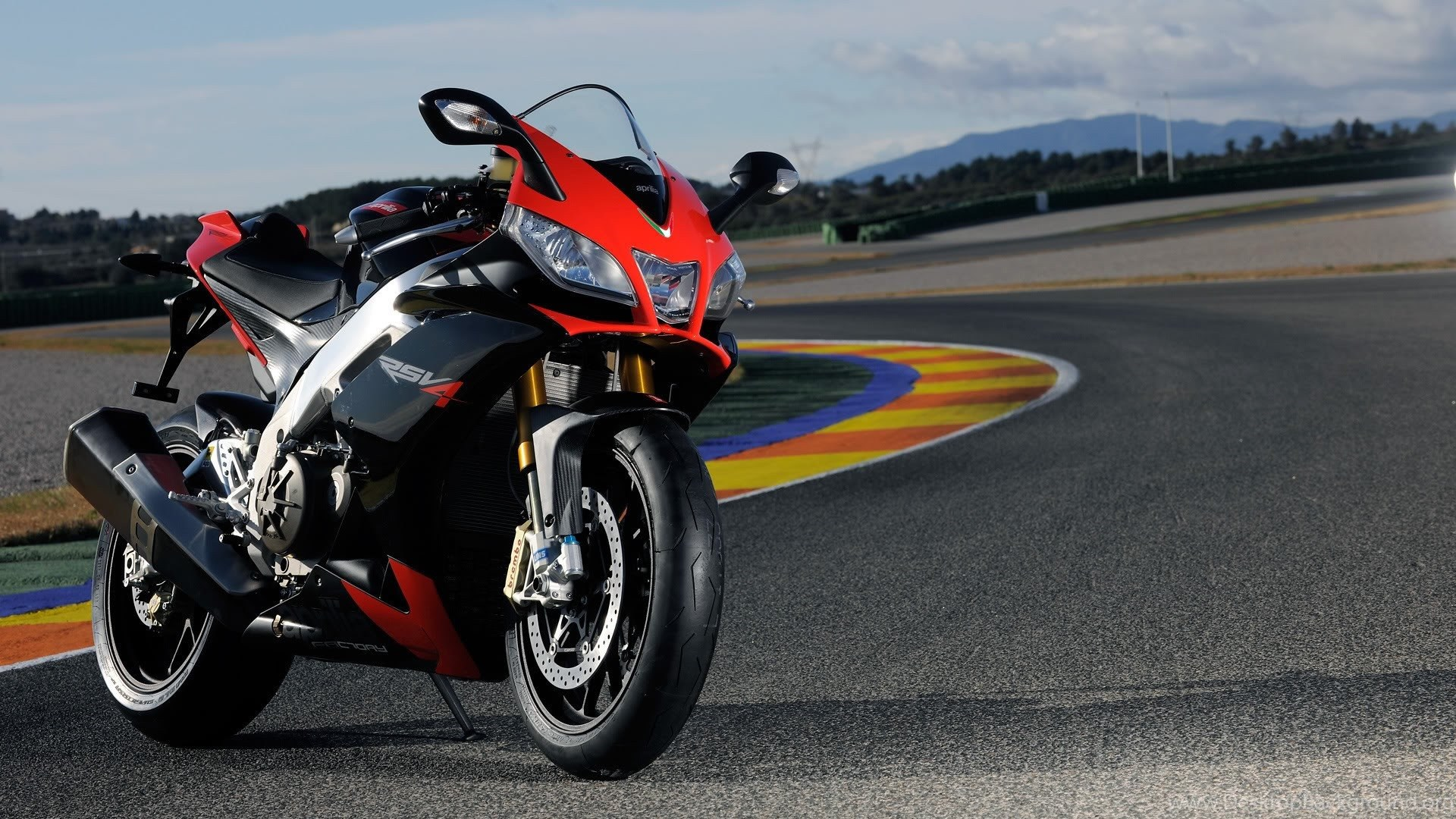 Aprilia RSV4 Nice Quality HD Bike Wallpapers Best Picture1