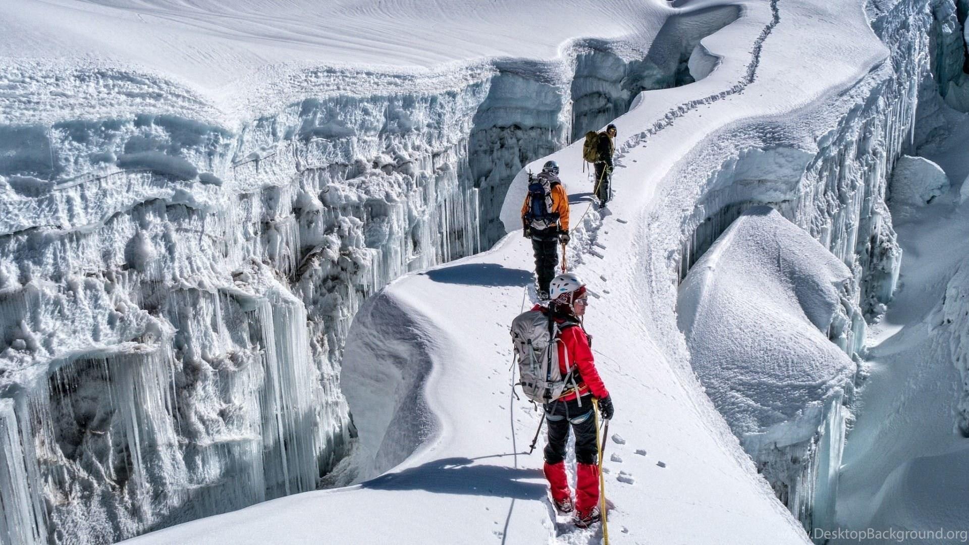 Climbing Dangerous Rock Climbers HD Wallpapers Download