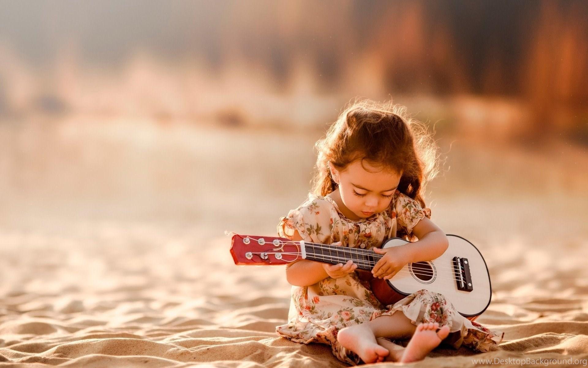 Cute little girl playing guitar wallpaper little girl hd - Cute little girl pic hd ...