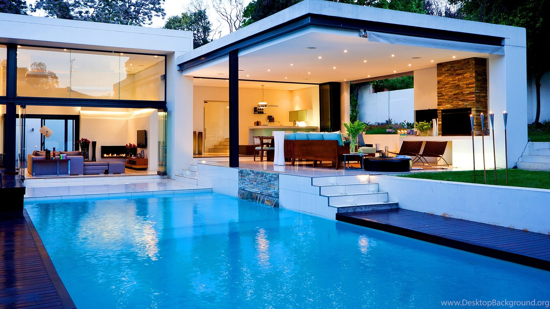 Luxury House With Pool Desktop Background
