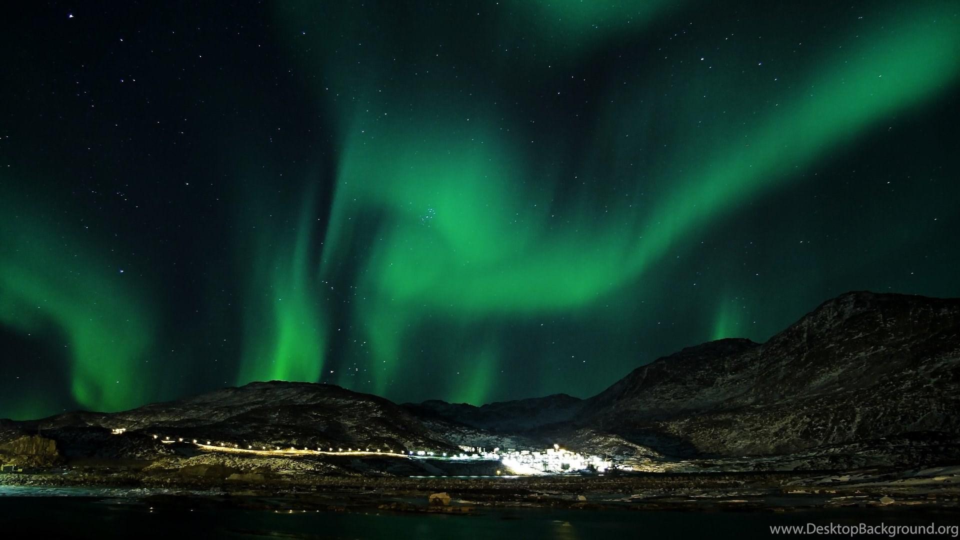 Aurora Borealis Over Village Wallpapers Desktop Background
