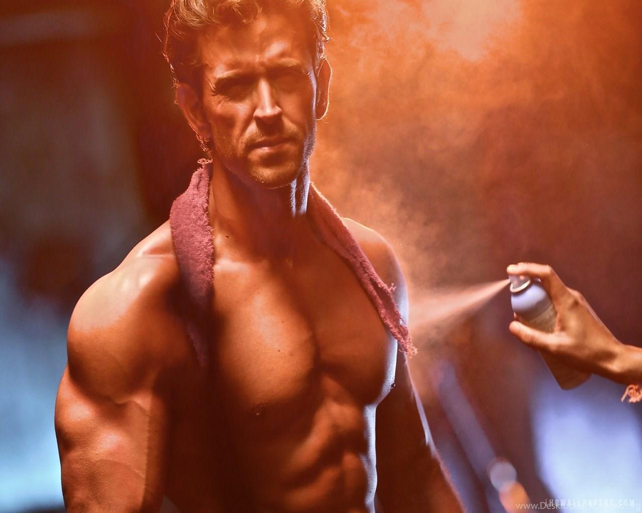 New Popular Actor Varun Dhawan Six Pack Abs Body Photo Desktop