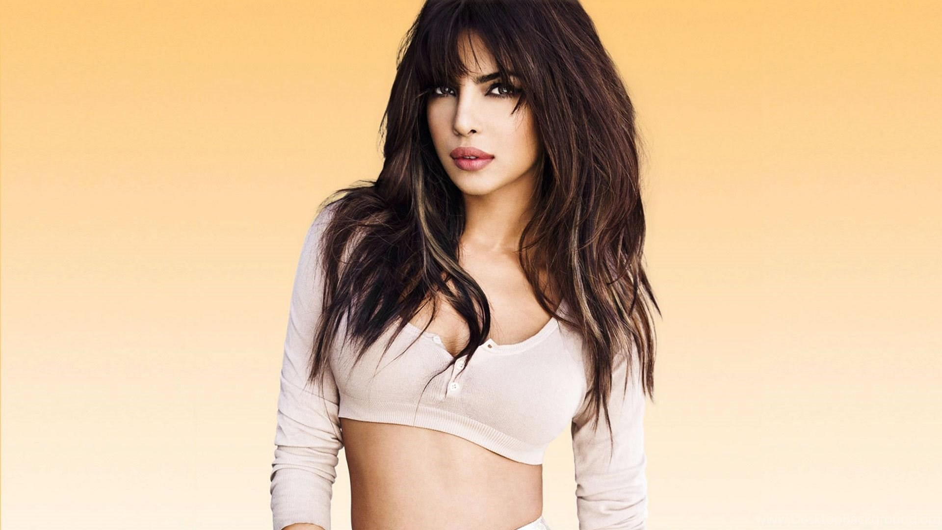 latest hot collections of priyanka chopra hd hot wallpapers for free