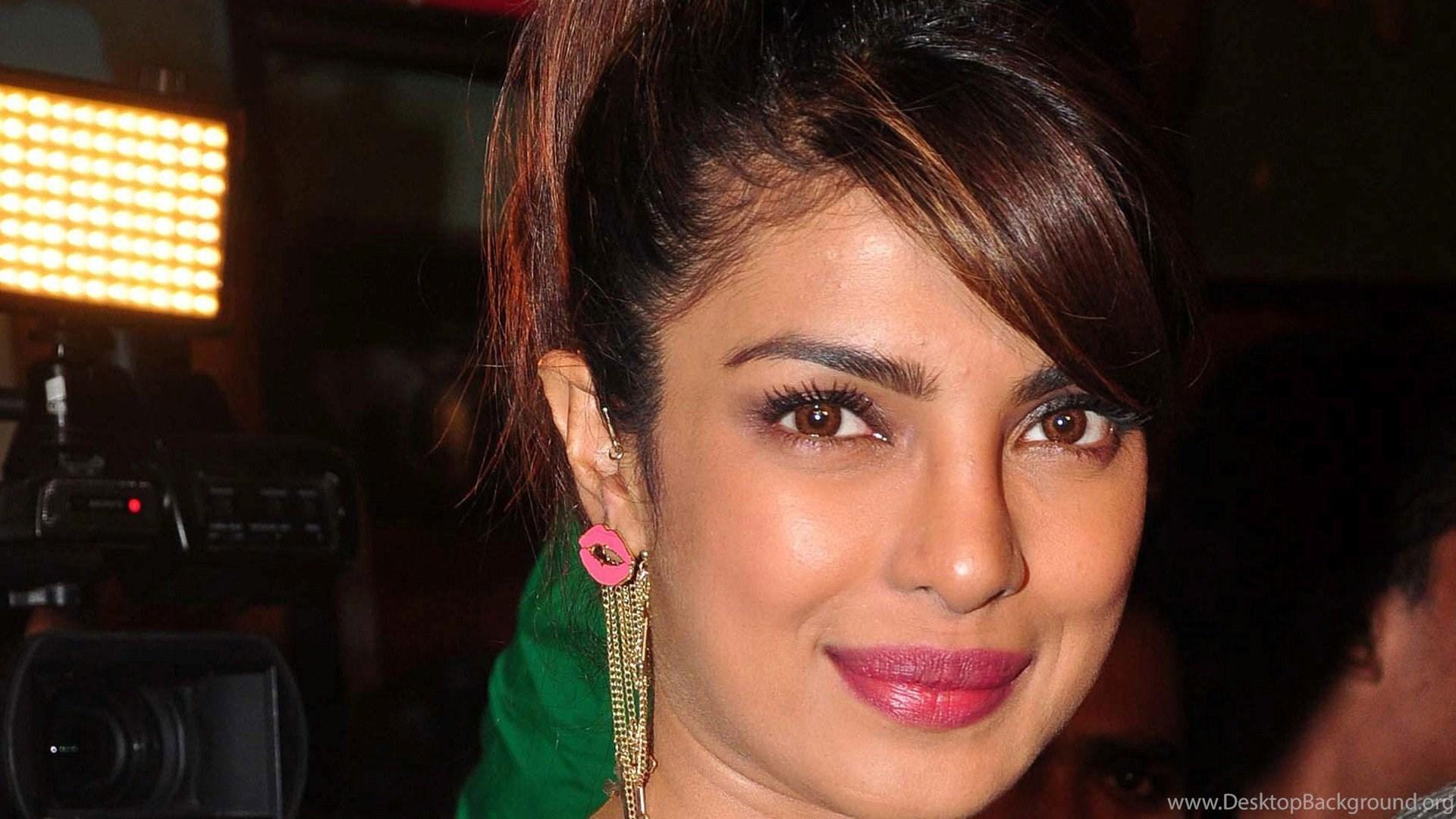priyanka chopra hot saree hd wallpapers hot desktop background