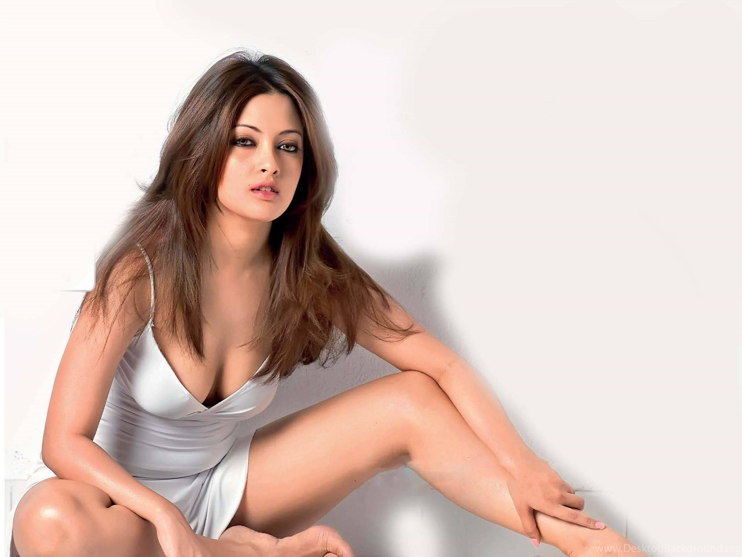 Hot Riya Sen Bollywood Actress Wallpapers Download Sexy Legs